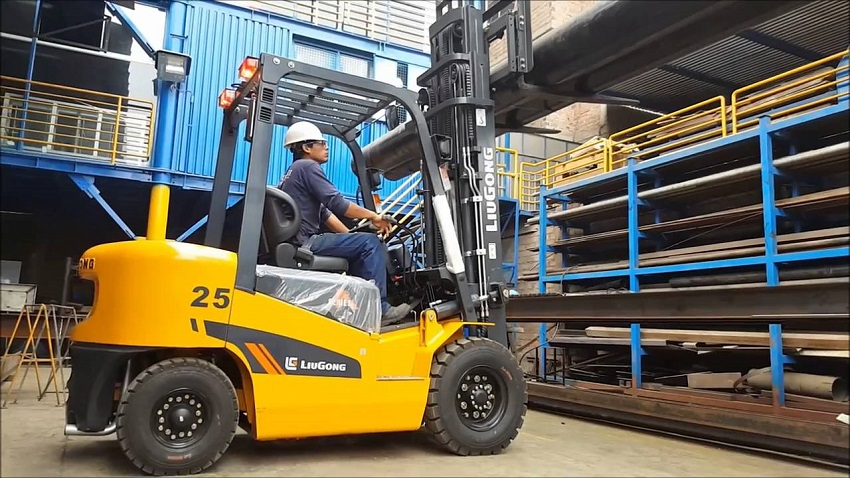 Xe nâng dầu 2.5 tấn Liugong CPCD25 - xe nâng Liugong